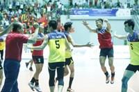 Dàn trai trẻ Việt Nam gây sốc trước Thái Lan, vươn lên đứng đầu bảng